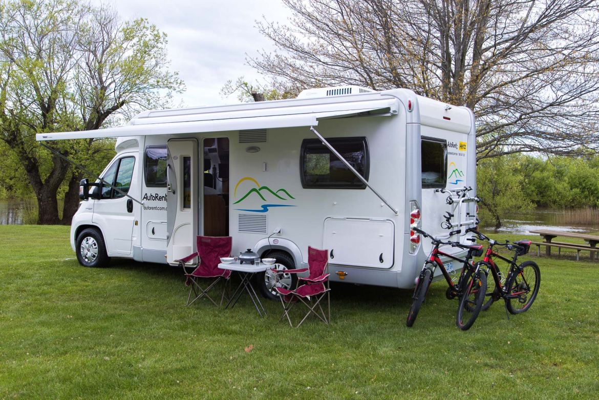Amazing Berth Motorhome With Showertoilet And Optional Awning